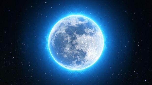 Exposition «La lune» du voyage réel au voyage imaginaire. Au grandpalais.