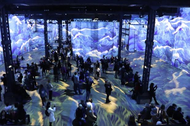 L'atelier des Lumières. Des expositions immersives… pour vivre la sensation de déambuler au cœur même des toiles des grands maîtres …moment de rêve et de poésieassuré…