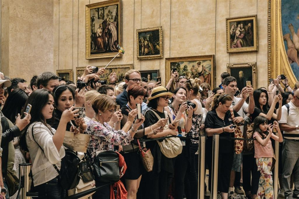 Folla-Monna-Lisa-Gioconda-Louvre